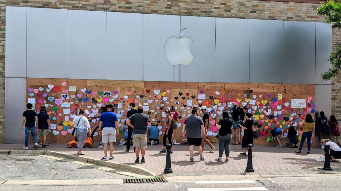 Boarded Up Apple Stores Make Great Spots For Peaceful Protests